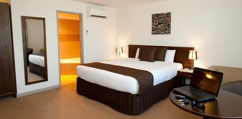 Deluxe & Executive Rooms, Horsham International Hotel