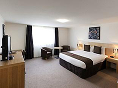 Spacious Deluxe Rooms, Horsham International Hotel