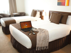 Deluxe Queen Room with Single King Bed, Horsham International Hotel